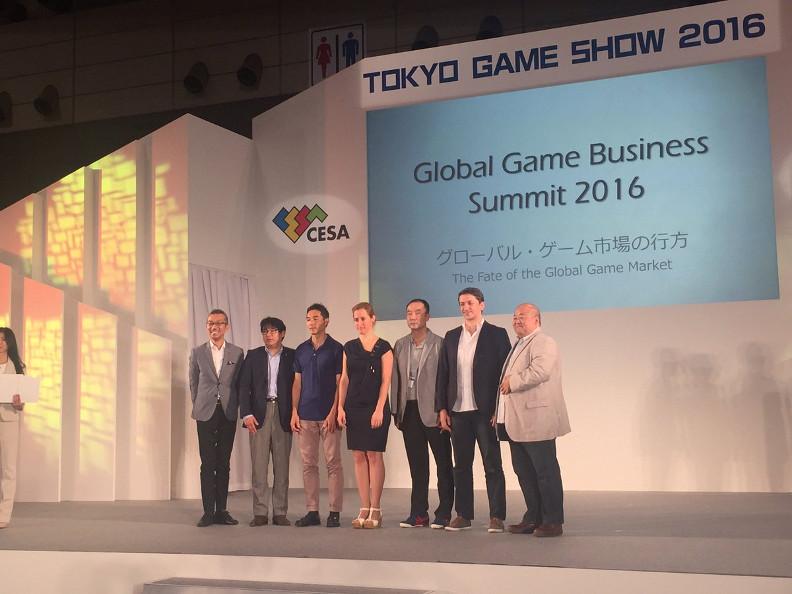 Eva en el escenario del Tokyo Game Show 2016