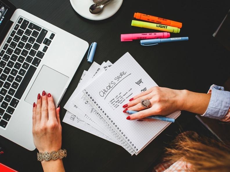 Profesional freelance tramitando el alta en el regimen general de autónomos